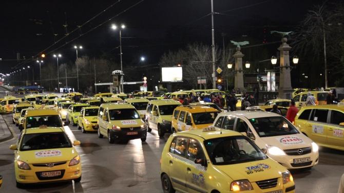 Таксиметровите шофьори готови да помагат на линейките