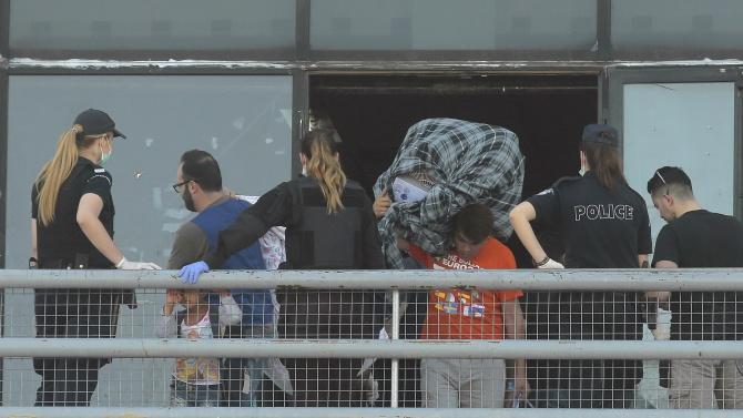 9 нелегални мигранти са открити в автомобил в Северна Гърция