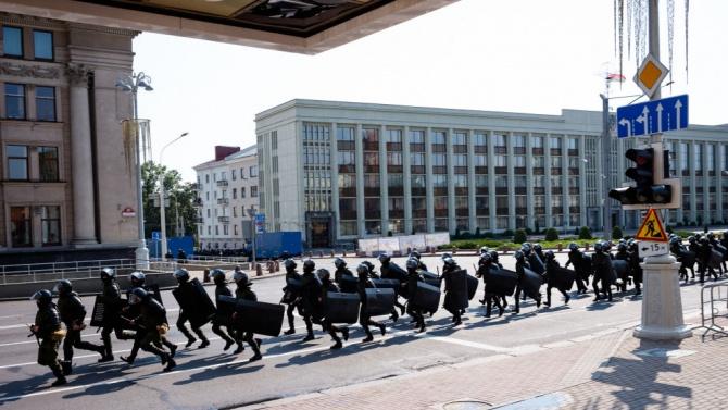 Близо 400 души бяха арестувани при демонстрации на опозицията в Минск и в други беларуски градове