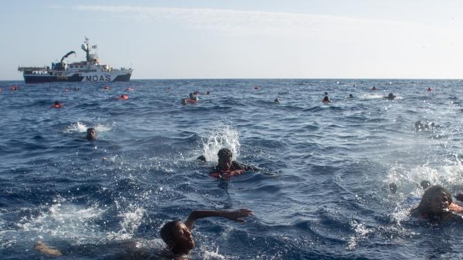 Лодка с мигранти потъна в Егейско море, дете се удави