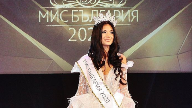 Мис България аплодира медиците в битката срещу COVID-19