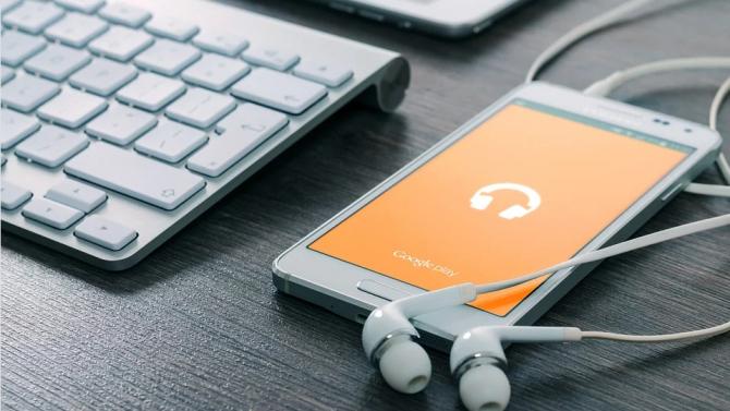 """""""Интернет-късмет"""" - първата българска песен, посветена на Световната мрежа"""