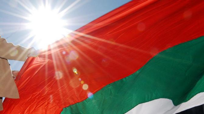 Съдят мъж, уринирал върху знамето на Република България