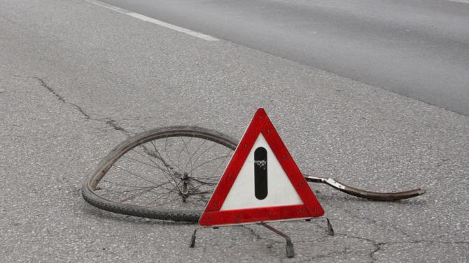 Кола помете възрастен велосипедист в Пловдив