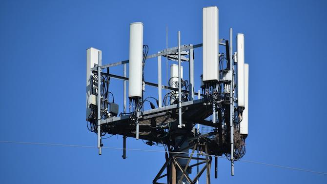 Отлагаме внедряването на 5G технологията