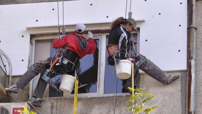 Отпускат над 100 млн. лева за саниране на еднофамилни къщи