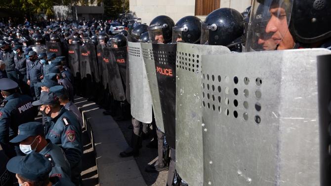Масови протести в Армения, демонстрантите искат оставката на премиера Пашинян