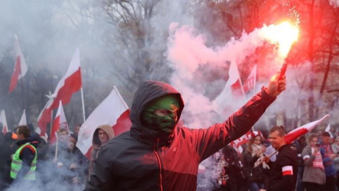 Полската полиция е задържала над 300 участници във вчерашния Марш