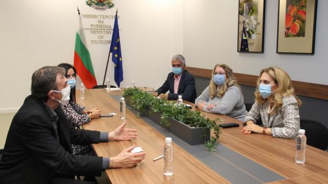 Николова обсъди актуалната ситуация в сектор туризъм с представители на Българската асоциация на експертите в туризма