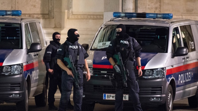 Австрия разследва 21 души като предполагаеми съучастници на джихадиста, който