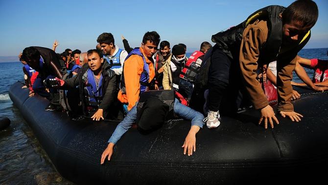 Близо 100 мигранти се удавиха в Средиземно море край бреговете на Либия