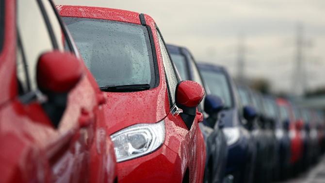 Великобритания ще забрани продажбите на нови бензинови и дизелови автомобили от 2030 година