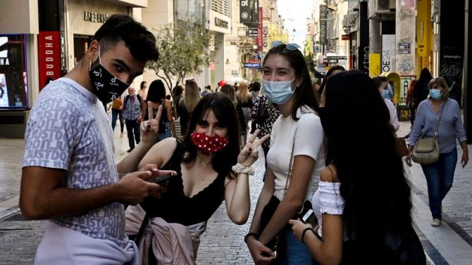 Арест и глоби за студенти в Гърция за нарушаване на вечерния час