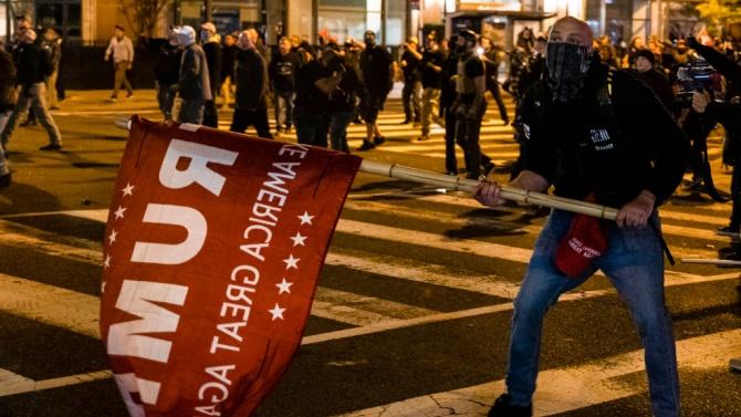 Привърженици и противници на Тръмп се сбиха във Вашингтон