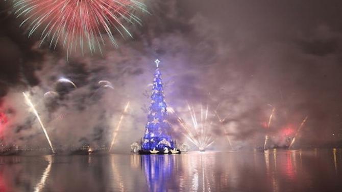 Дядо Коледа постави коледна елха в Мъртво море