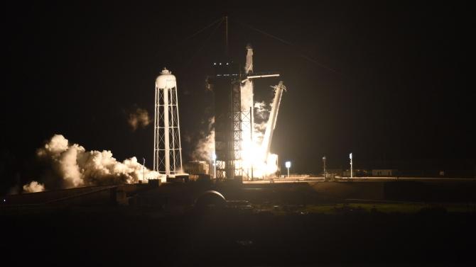 Спейс Екс изстреля успешно първия си космически кораб на оперативна мисия до МКС