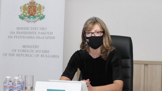 Захариева участва в министерска среща на Глобалната коалиция по свободата на медиите