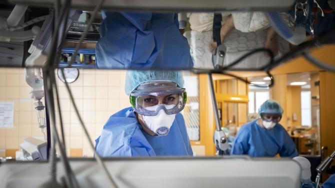 Много новозаразени с COVID-19 в Германия, Франция с нов рекорд на хоспитализирани, а Русия - на починали
