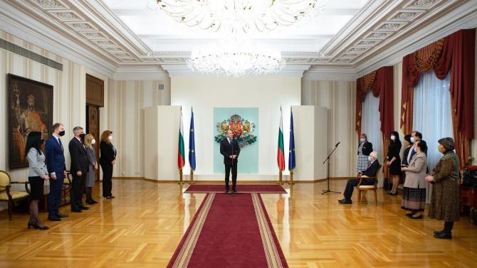 Румен Радев награди с Почетния знак на президента видни дейци в сферата на журналистиката