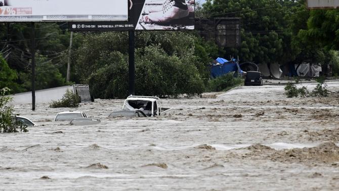 Мощната буря Йота отне живота на повече от 20 души