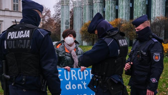 Хиляди протестираха във Варшава срещу опита за затягане на законодателството за абортите