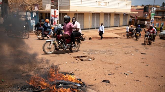 37 души загинаха при протестите в Уганда след ареста на популярен кандидат за президент