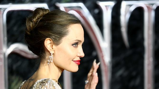 Анджелина Джоли ще режисира филм за военния фотограф Дон Маккълин