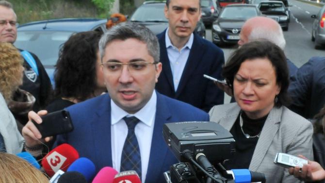 Зам.-министър Нанков показа красивата си съпруга и заръча: Пазете се от коронавируса!