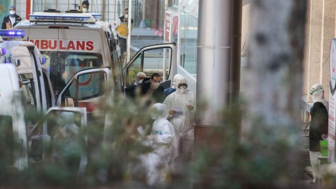 Иран затвори магазини и предприятия и забрани пътуванията между големите градове