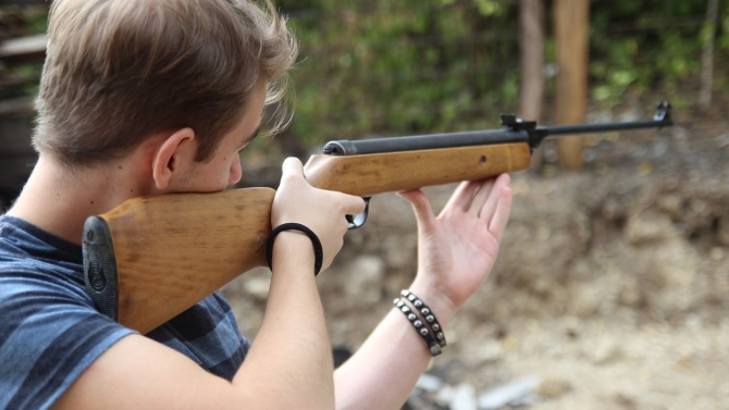 Момче простреля в гърдите дете по време на игра в севлиевско село