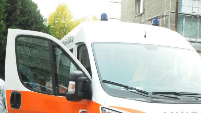 """23-годишен шофьор на """"БМВ"""" блъсна пешеходец и го остави край пътя"""