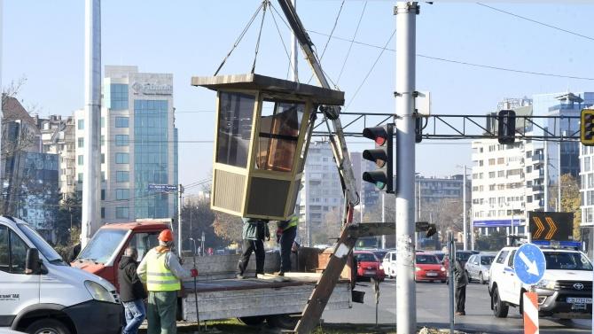 Демонтираха полицейска будка в центъра на София