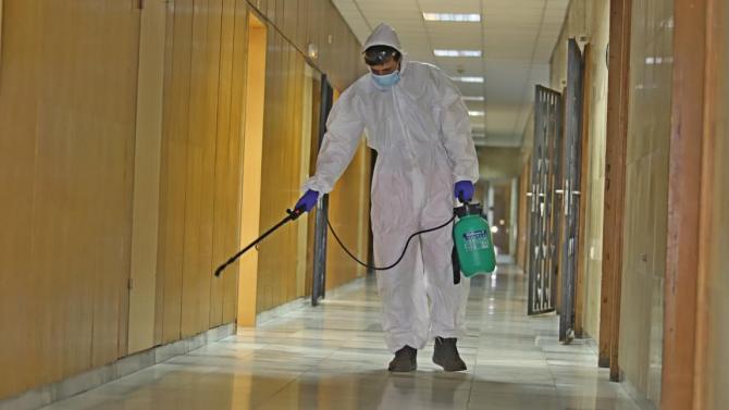Военнослужещи оказват помощ на медиците от военните болници в страната в битката с пандемията