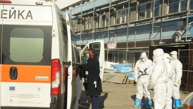 Триажният център за COVID-19 в Бургас изнемогва