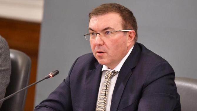 Здравният министър предлага пълно затваряне заради COVID кризата в страната