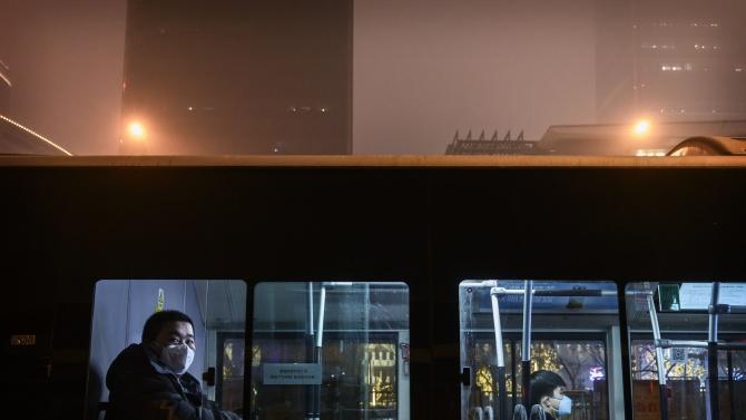 Властите на Китай спират обществения транспорт в град на границата с Русия заради COVID-19