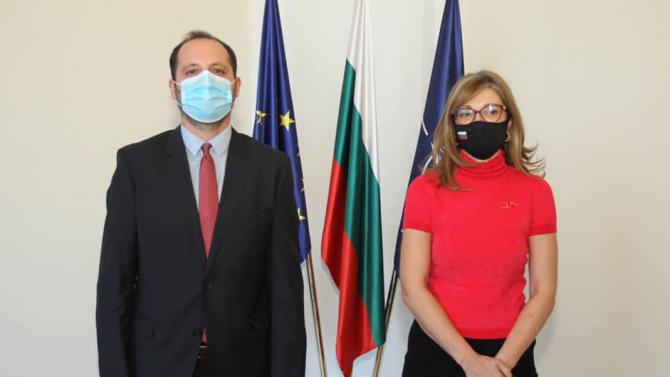 Захариева се срещна с посланика на Косово