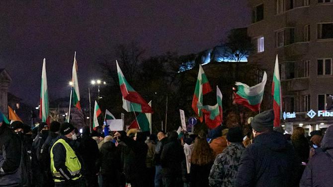 """Протестиращи блокираха движението по бул. """"Дондуков"""" малко преди 19:00 часа"""