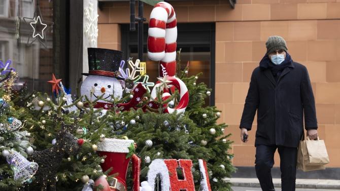 Великобритания ще разхлаби противоепидемичните мерки преди Коледа