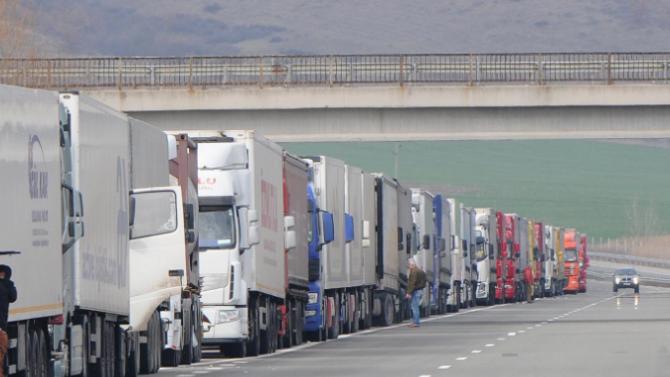8-километрова опашка от камиони на ГКПП Гюргево