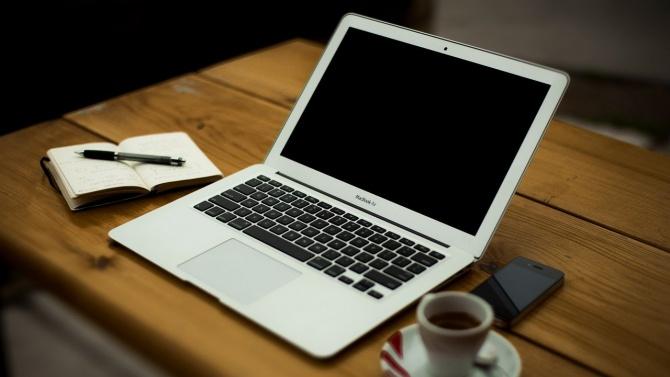 До края на учебната година ще има около 100 000 нови компютри в системата на образованието