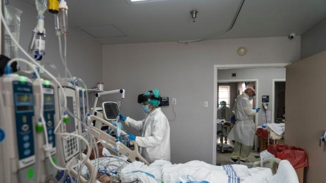 Денонощният брой на починалите от COVID-19 в САЩ надхвърля 2000 души, болниците са препълнени