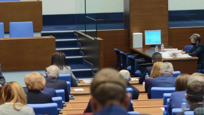 Депутатите удължиха днешния пленарен ден до 20.00 часа