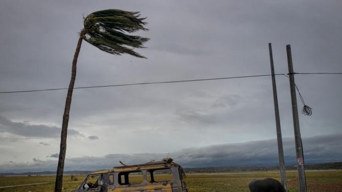 Циклон връхлетя Южна Индия със силни ветрове и проливни дъждове, има съобщения за петима загинали