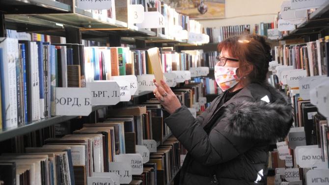Карантинират книгите в бургаската библиотека за 72 часа