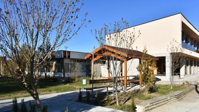 Зам.-кметът на Асеновград и кметът на Леново откриха нова зона за отдих в селото