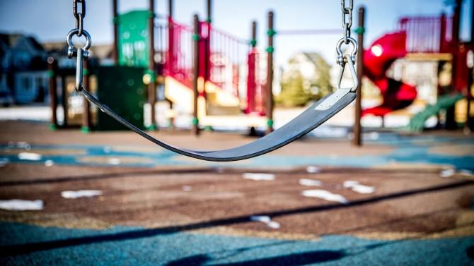 В Асеновград ремонтираха почти половината детски площадки
