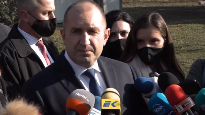 Румен Радев: Новите мерки срещу COVID-19 са пожарни и закъснели