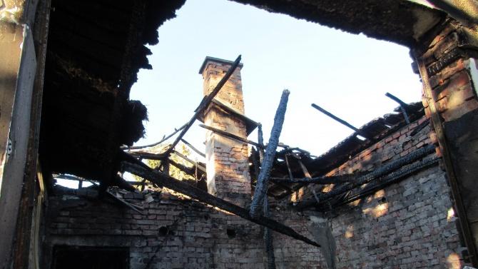 Взрив на газова бутилка остави семейство без дом в Русенско
