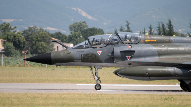 Русия изпрати днес изтребител Су-27 да разпознае и придружи разузнавателен
